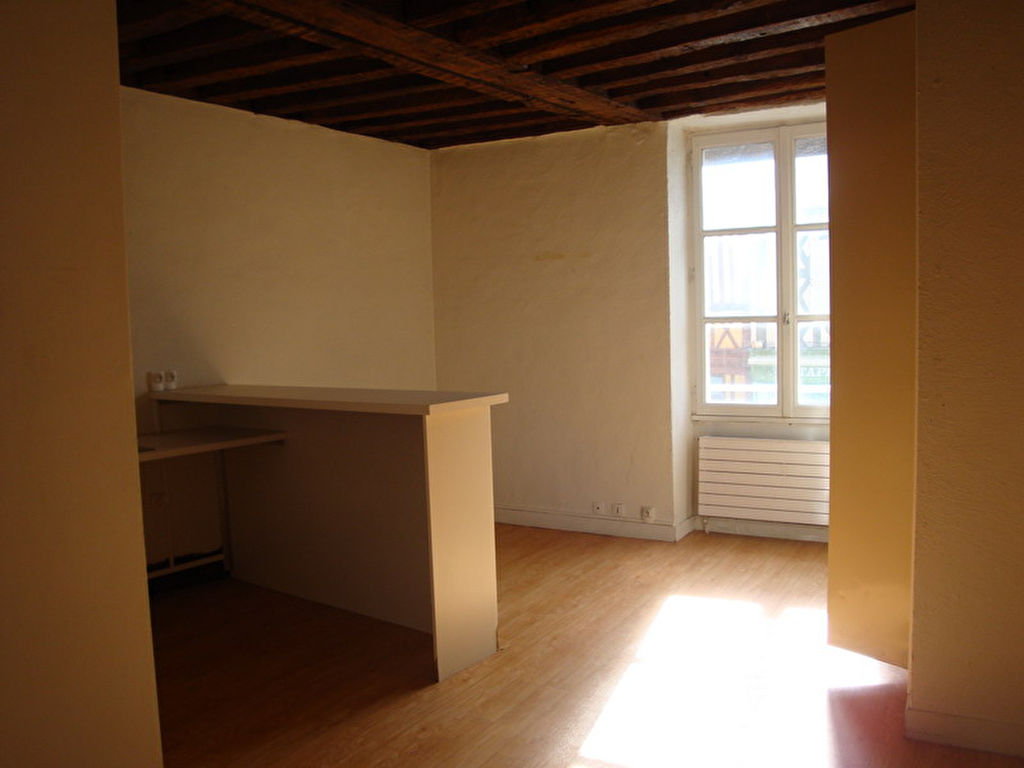 Appartement F2 36.83 m2 - HOUDAN
