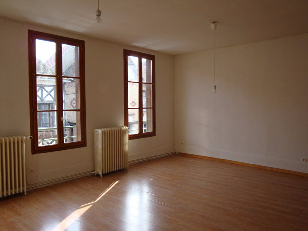 Appartement F3 60 m² - HOUDAN
