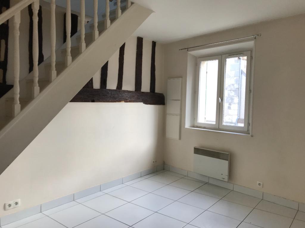 HOUDAN - Appartement  F1 duplex 20.07 m2