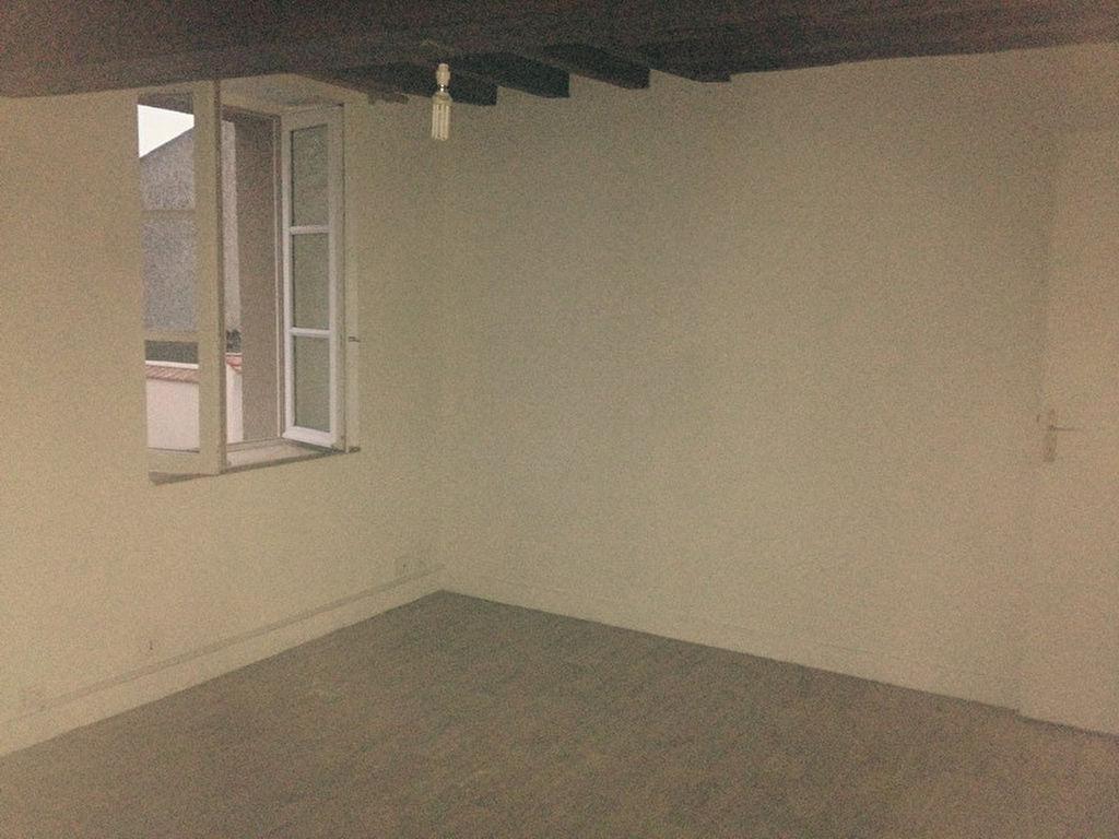 HOUDAN - STUDIO 23,40 m²