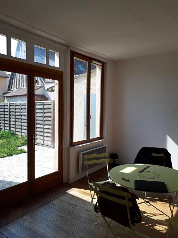 HOUDAN Appartement F3 avec jardin